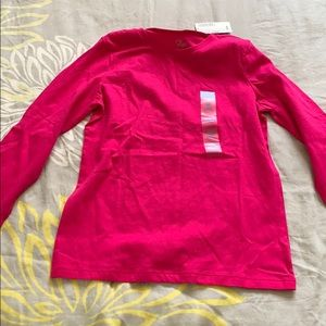 Children place long sleeve shirt